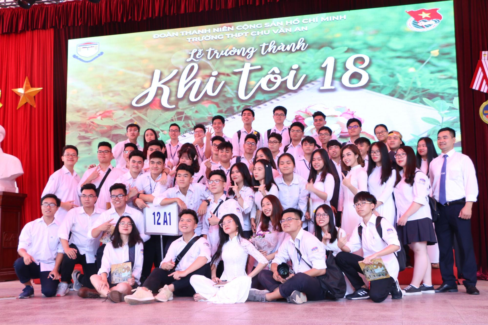 Ngắm nữ sinh Trường Chu Văn An duyên dáng, đẹp tinh khôi trong ngày bế giảng - Ảnh 17.
