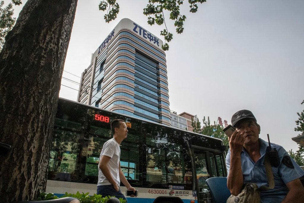 Từ khủng hoảng Huawei, nhìn lại ZTE đã từng bị Mỹ cấm vận, Google quay lưng khiến công ty ngấp nghé bờ vực phá sản - Ảnh 1.