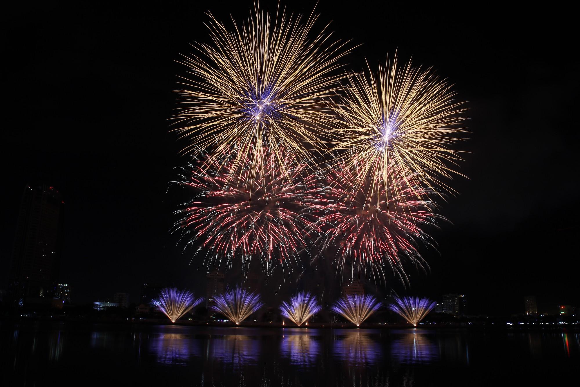 Điểm danh những địa điểm đẹp nhất xem pháo hoa Quốc tế Đà Nẵng 2019 - Ảnh 1.