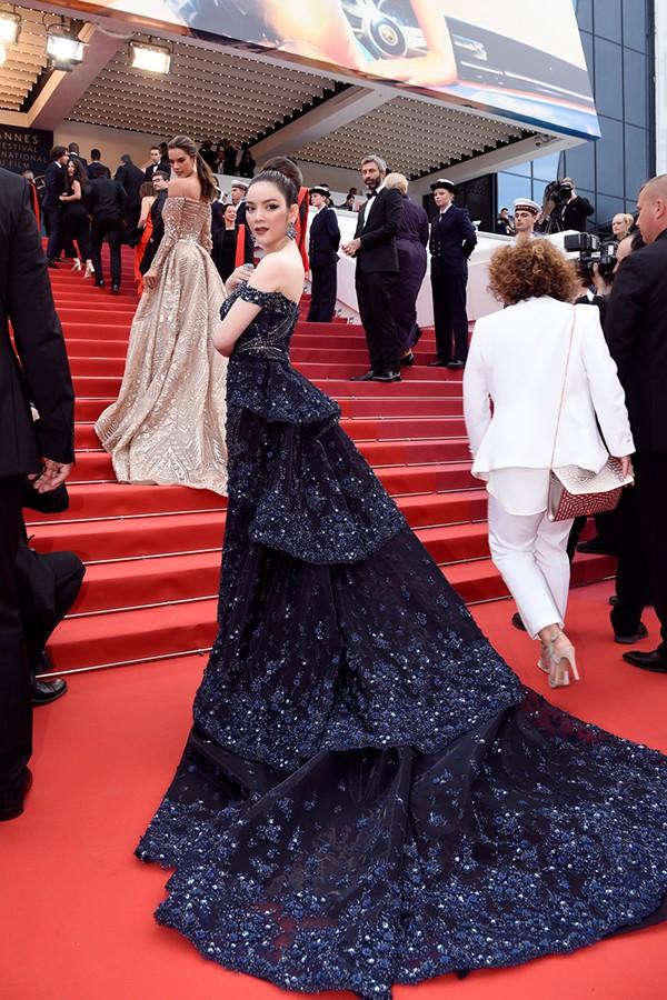 Nhìn lại những màn chưng diện của sao Việt tại Cannes - Ảnh 1.