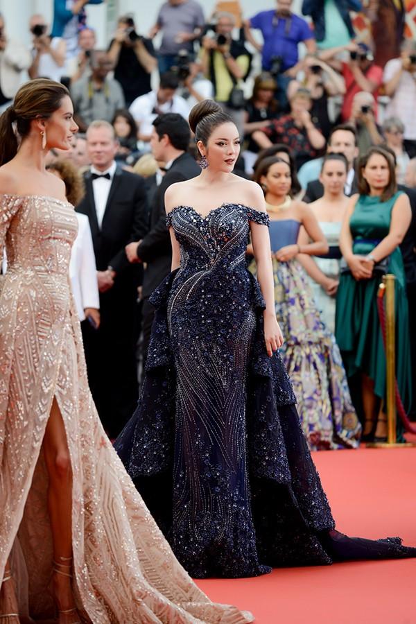 Nhìn lại những màn chưng diện của sao Việt tại Cannes - Ảnh 2.
