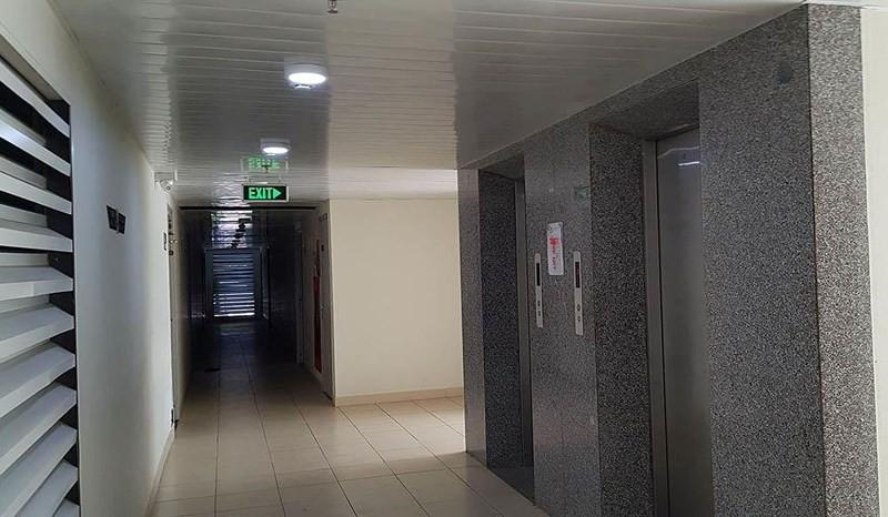 Công an nói về clip thiếu niên nhìn vào váy trong thang máy - Ảnh 2.