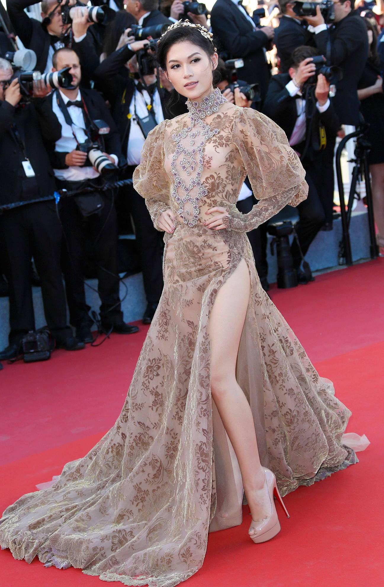 Nhìn lại những màn chưng diện của sao Việt tại Cannes - Ảnh 5.