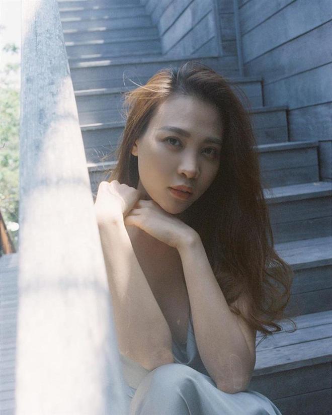 Sao Việt hôm nay (22/5): Tân Hoa hậu Sắc đẹp toàn cầu châu Á 2019 bị ném đá vì đăng ảnh bán nude, Hải Băng tiết lộ lí do triệt sản - Ảnh 9.