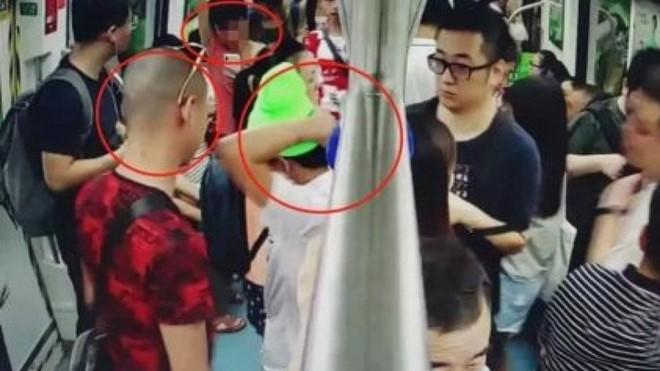 Nhóm thanh niên la có bom trên tàu điện ngầm để quay phim đưa lên mạng - Ảnh 1.