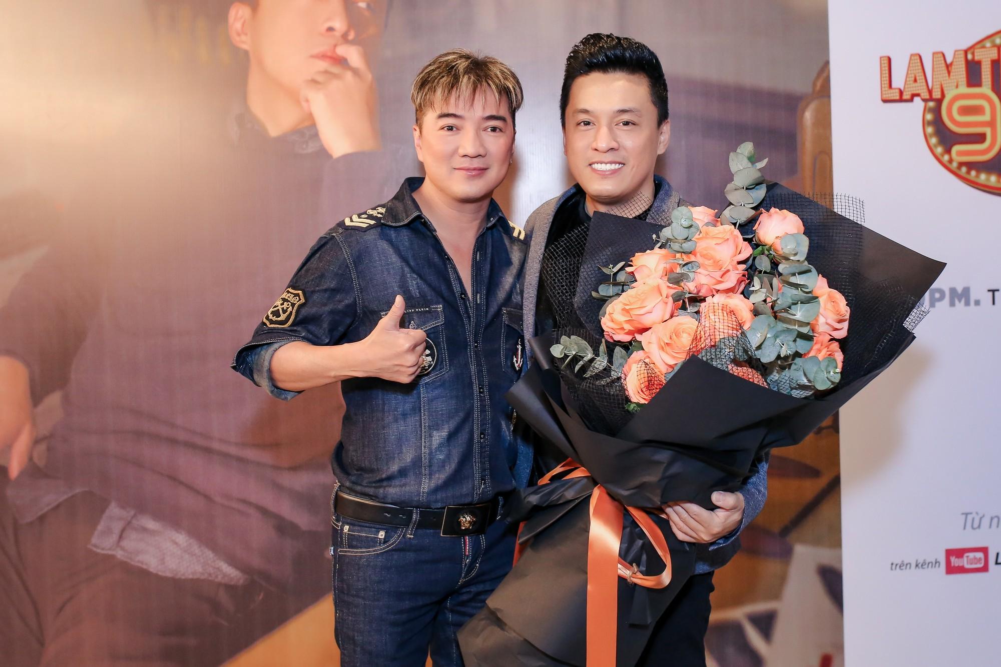 Đàm Vĩnh Hưng ôm hôn Lam Trường, nhắn nhủ: Nếu bị dính scandal thì hãy tìm Hưng để được giải - Ảnh 1.