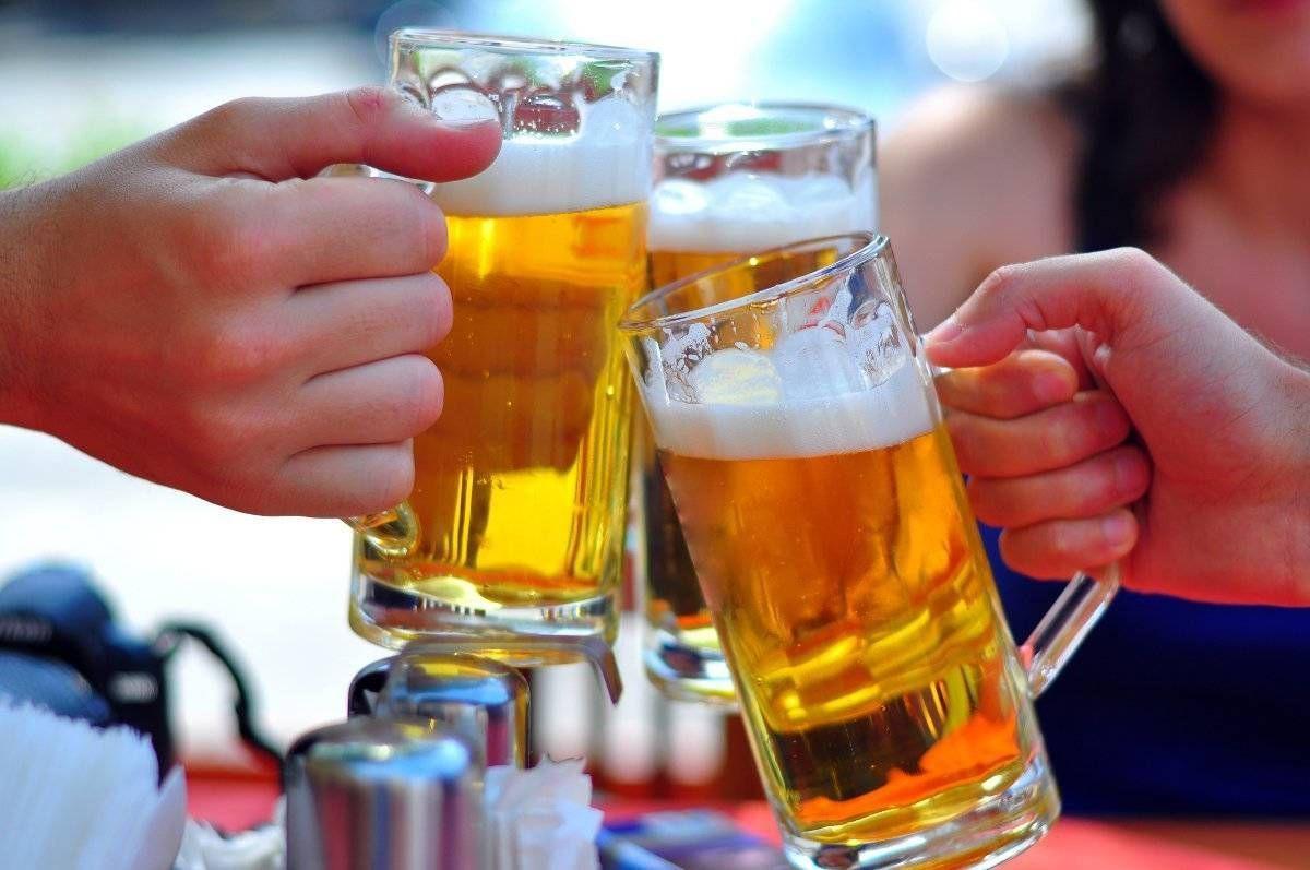 Cấm quảng cáo rượu bia có hạn chế dân bớt uống? - Ảnh 1.