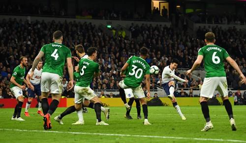 Eriksen giúp Tottenham vượt lên trong cuộc đua top 4 Premier League - Ảnh 1.