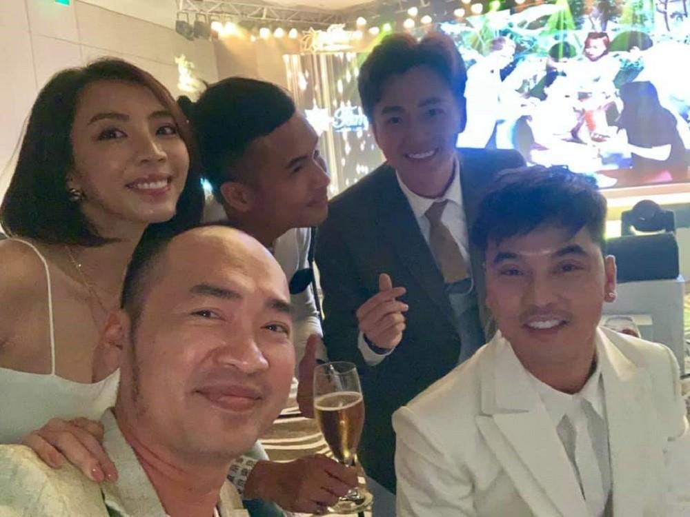 Sao Việt hôm nay (23/5): Midu sắm xế hộp tiền tỉ, ca sĩ Du Thiên nhận là anh em với kẻ từng hành hung mình - Ảnh 14.