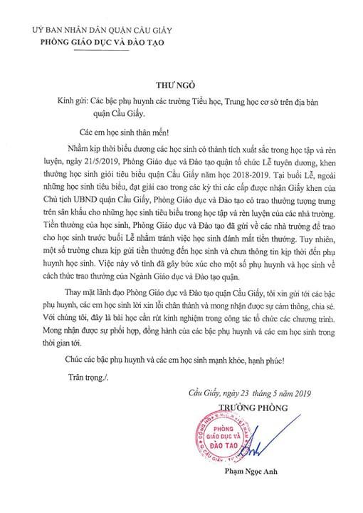 Hà Nội: Trưởng Phòng GD&ĐT Cầu Giấy xin lỗi việc học sinh tiêu biểu được tặng hộp quà rỗng - Ảnh 2.