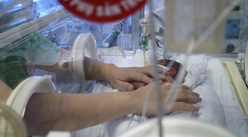 Tin mới nhất về mẹ con sản phụ ung thư giai đoạn cuối: Giây phút nhiệm màu khi cha gặp con - Ảnh 3.