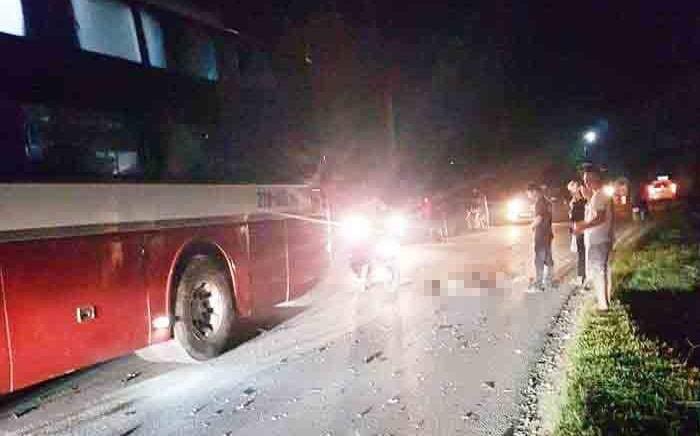 Va chạm với xe khách trong đêm, 2 nam sinh lớp 8 tử vong - Ảnh 1.