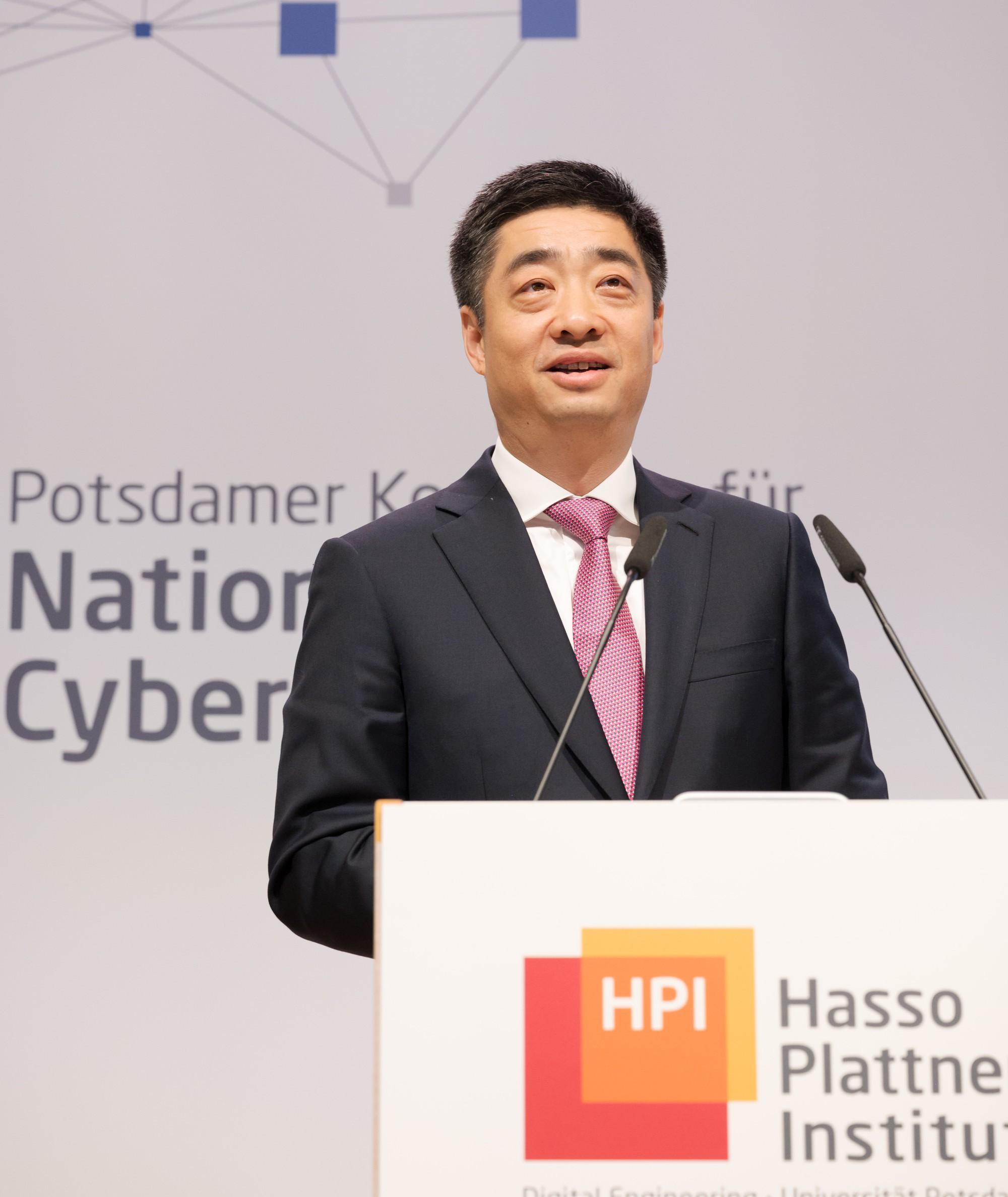 Phó Chủ tịch Huawei: 'Chúng tôi không muốn xây dựng một bức tường về công nghệ' - Ảnh 1.