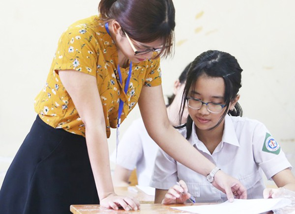 Biến động điểm chuẩn vào lớp 10 trường chuyên tại Hà Nội - Ảnh 1.