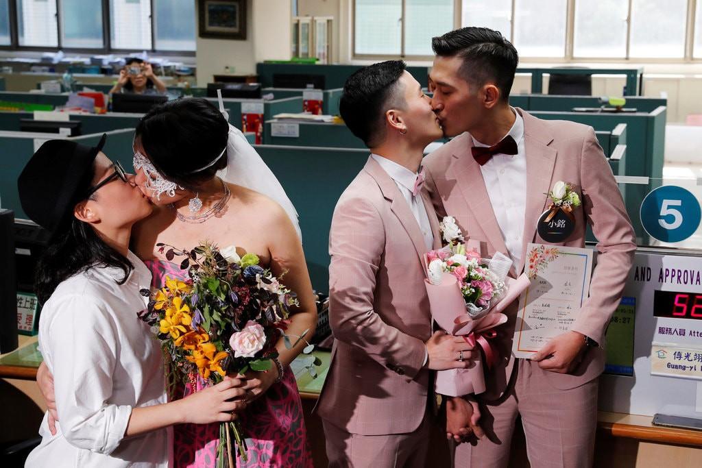 Sau nhiều năm, 500 cặp đôi đồng tính ở Đài Loan (Trung Quốc) kỉ niệm ngày đầu tiên được kết hôn hợp pháp - Ảnh 2.
