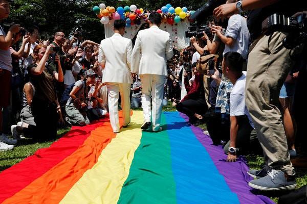 Sau nhiều năm, 500 cặp đôi đồng tính ở Đài Loan (Trung Quốc) kỉ niệm ngày đầu tiên được kết hôn hợp pháp - Ảnh 4.