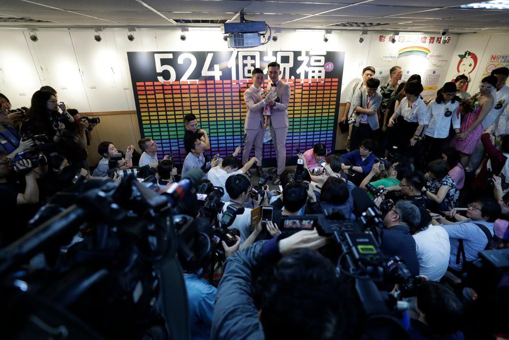 Sau nhiều năm, 500 cặp đôi đồng tính ở Đài Loan (Trung Quốc) kỉ niệm ngày đầu tiên được kết hôn hợp pháp - Ảnh 1.