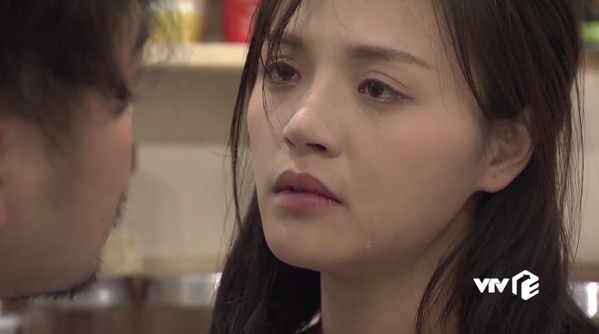 Về nhà đi con tập 31: Khải nổi điên, cưỡng hôn Huệ khi cô qua đêm với người yêu cũ rồi đòi li dị - Ảnh 11.