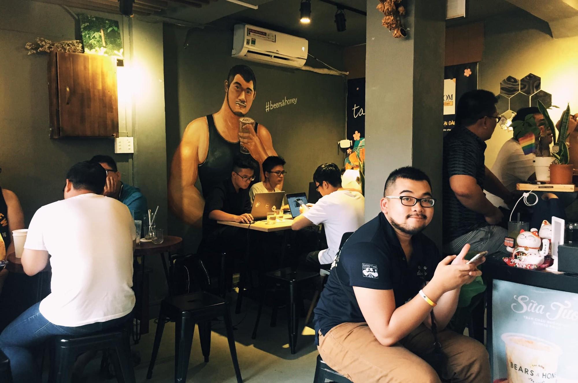 Gọi tên những quán cà phê ở TP. HCM là nơi tụ họp thường xuyên của người LGBT - Ảnh 5.