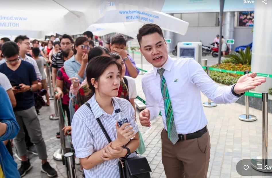 Hàng nghìn người săn vé máy bay ưu đãi tại Bamboo Airways Tower 265 Cầu Giấy - Ảnh 1.