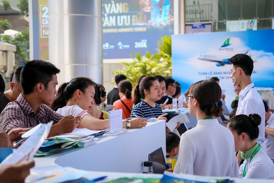 Hàng nghìn người săn vé máy bay ưu đãi tại Bamboo Airways Tower 265 Cầu Giấy - Ảnh 5.