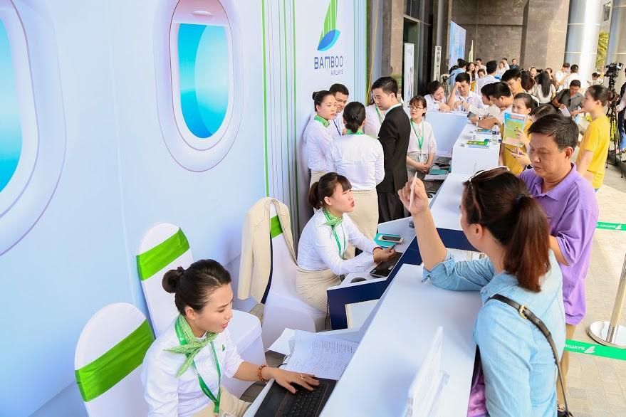 Hàng nghìn người săn vé máy bay ưu đãi tại Bamboo Airways Tower 265 Cầu Giấy - Ảnh 6.