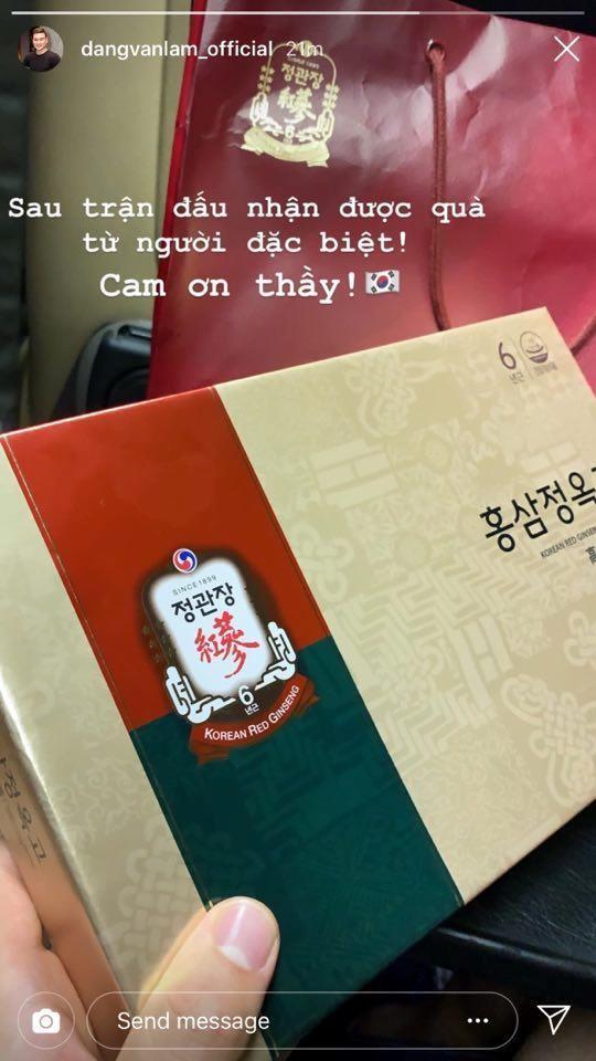 Văn Lâm nhận quà đặc biệt từ Hàn Quốc sau trận thua đội Xuân Trường - Ảnh 1.