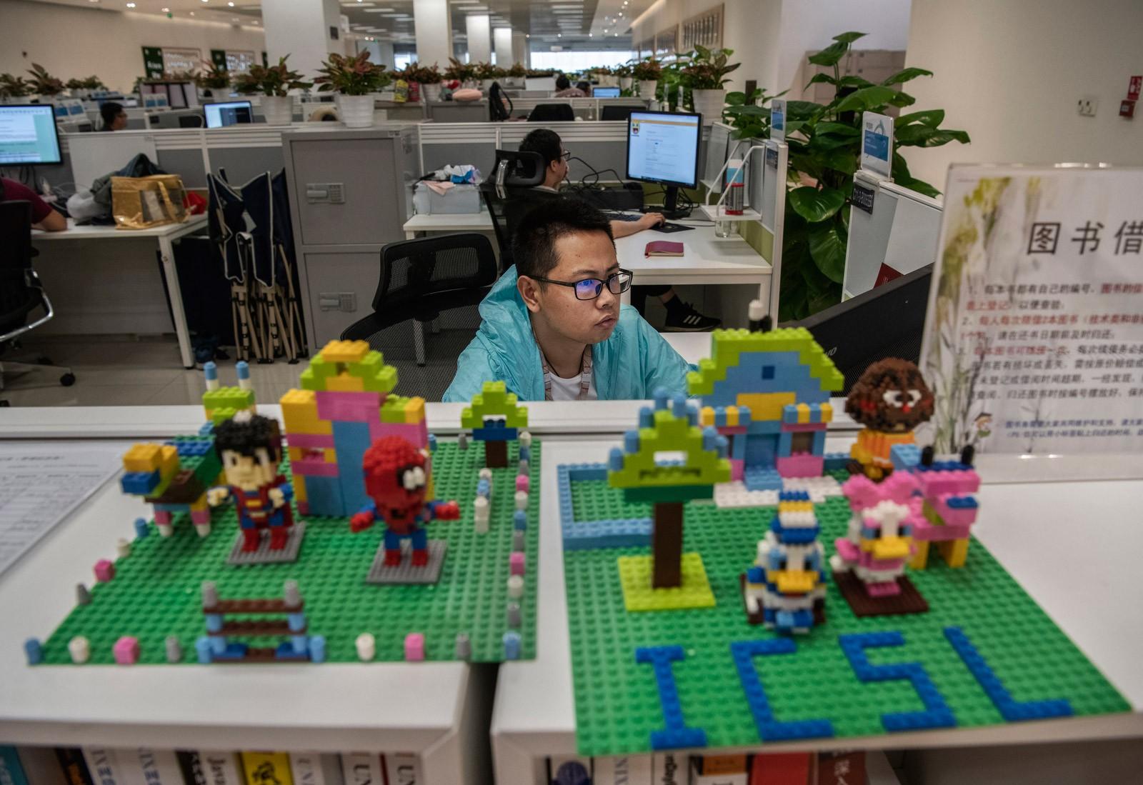 Bên trong Huawei: Đế chế công nghệ bí ẩn của thế giới nhưng là niềm mơ ước của người lao động Trung Quốc - Ảnh 6.