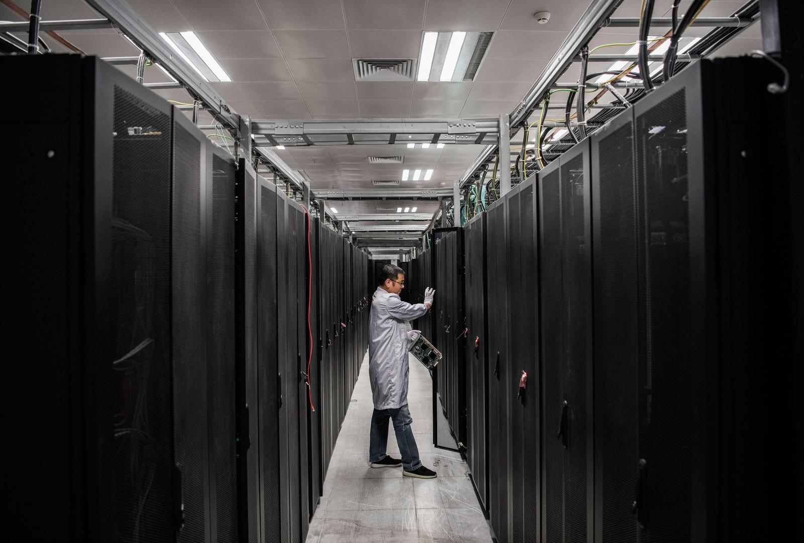 Bên trong Huawei: Đế chế công nghệ bí ẩn của thế giới nhưng là niềm mơ ước của người lao động Trung Quốc - Ảnh 7.