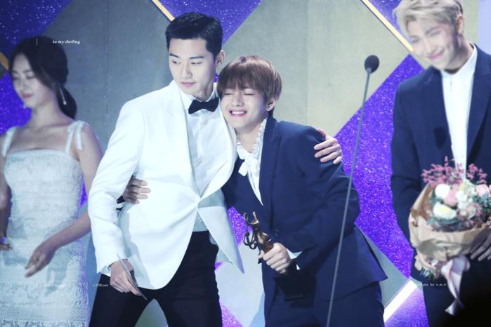 Những tình anh em trong giới giải trí Hàn Quốc khiến fan đẩy thuyền đam mỹ mê mệt (P.1)  - Ảnh 15.