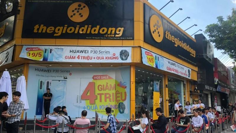Thế Giới Di Động, FPT, Digiworld sẽ bị ảnh hưởng thế nào trong cuộc khủng hoảng Huawei? - Ảnh 1.