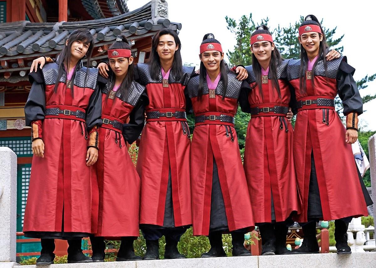 Những tình anh em trong giới giải trí Hàn Quốc khiến fan đẩy thuyền đam mỹ mê mệt (P.1)  - Ảnh 12.