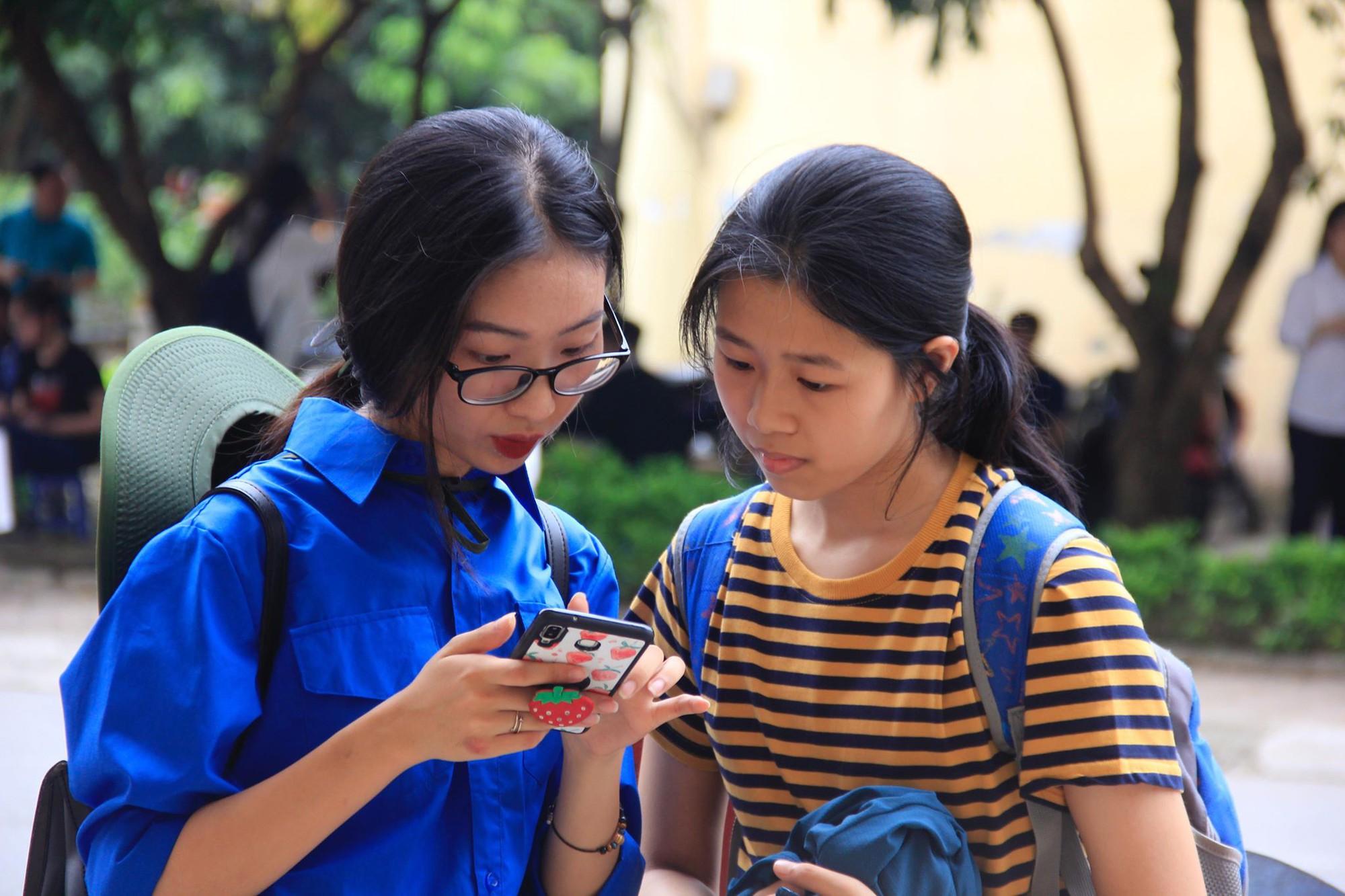 Đề Toán điều kiện thi vào lớp 10 THPT chuyên Sư phạm Hà Nội năm 2019: Sẽ có nhiều điểm 9, 10 - Ảnh 2.