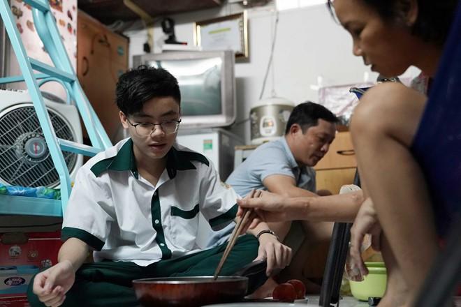 Cậu bé Giọng hát Việt nhí ước mơ dùng giọng hát kiếm tiền thay thận cho mẹ - Ảnh 3.