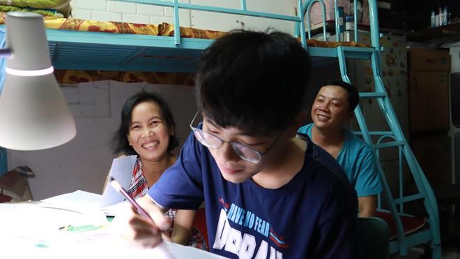 Cậu bé Giọng hát Việt nhí ước mơ dùng giọng hát kiếm tiền thay thận cho mẹ - Ảnh 4.