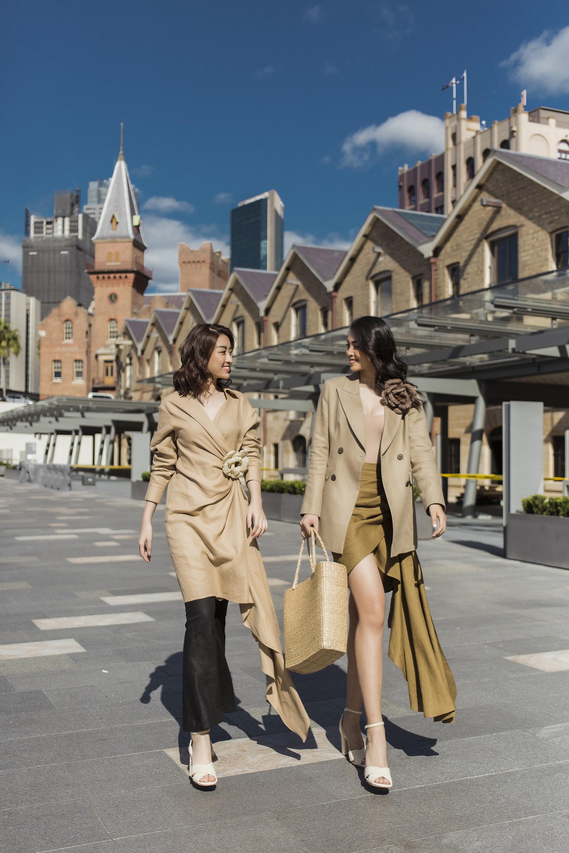 Đỗ Mỹ Linh - Tiểu Vy đẹp ngẩn ngơ giữa mùa thu Sydney - Ảnh 10.