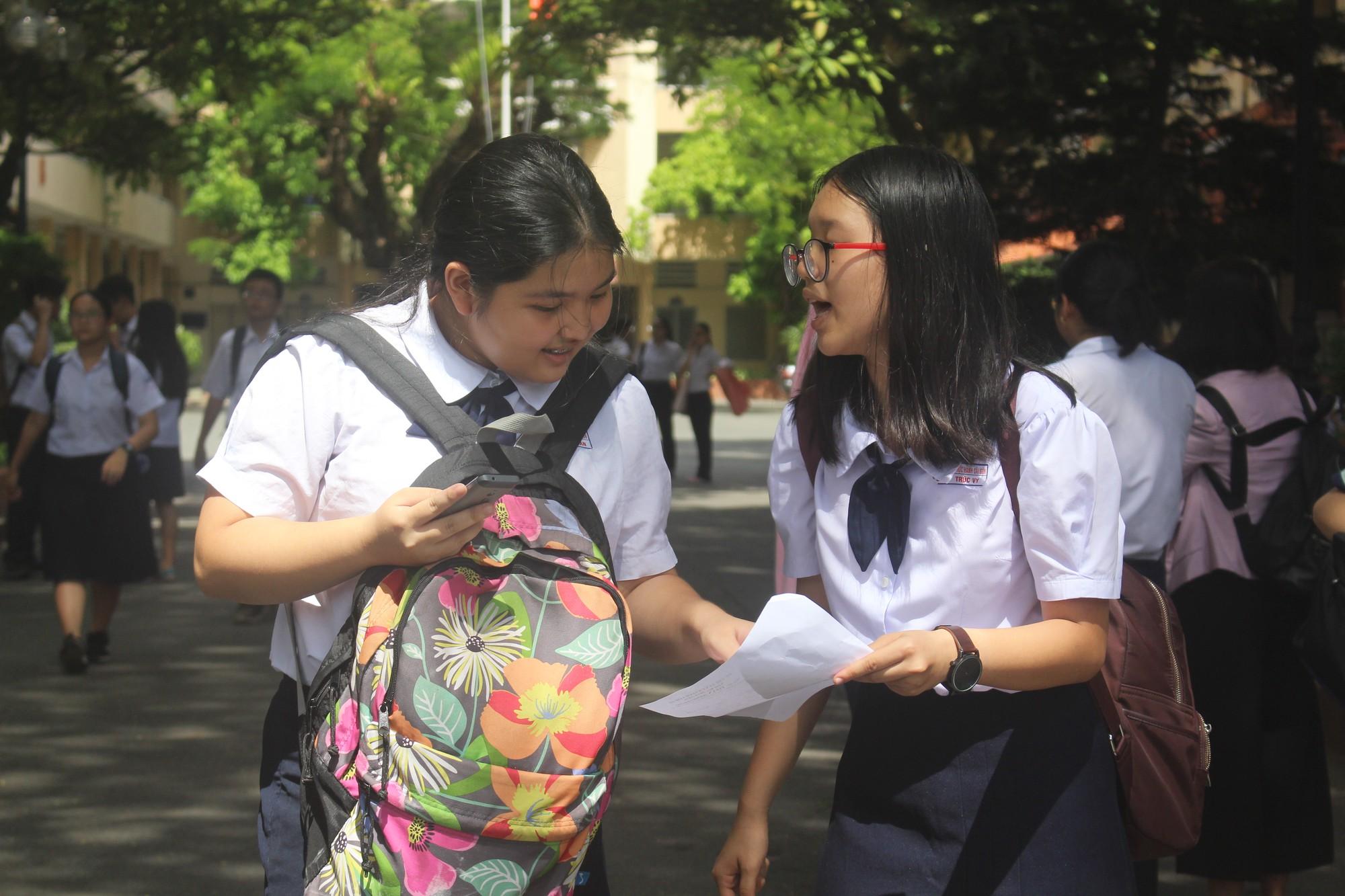 Sự duy trì trình tự dân tộc vào đề thi môn Ngữ văn chuyên vào lớp 10 Trường Phổ thông Năng khiếu - Ảnh 2.