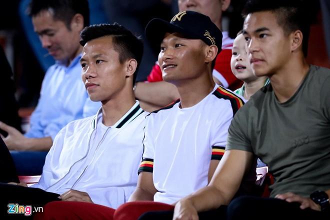 Danh sách tuyển Việt Nam dự King's Cup: Kỳ lạ và an toàn - Ảnh 1.