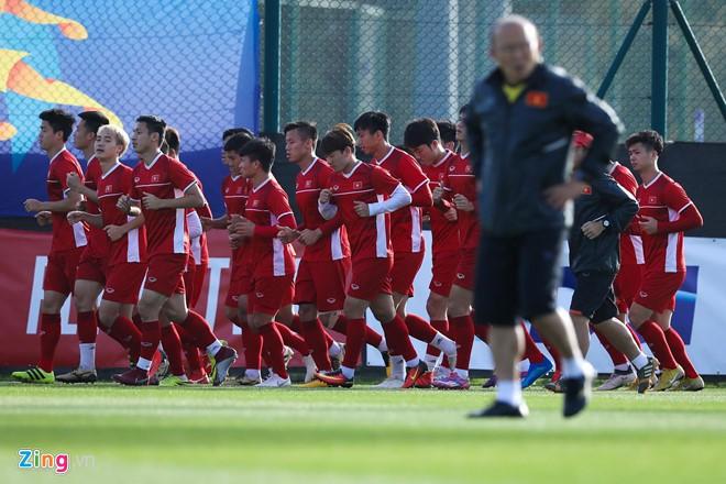 Danh sách tuyển Việt Nam dự King's Cup: Kỳ lạ và an toàn - Ảnh 2.