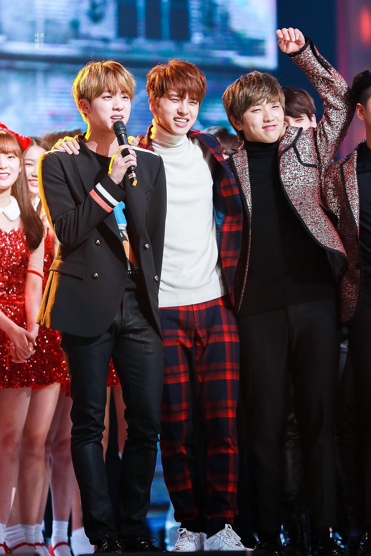 Những tình anh em trong giới giải trí Hàn Quốc khiến fan đẩy thuyền đam mỹ mê mệt (P.2) - Ảnh 9.