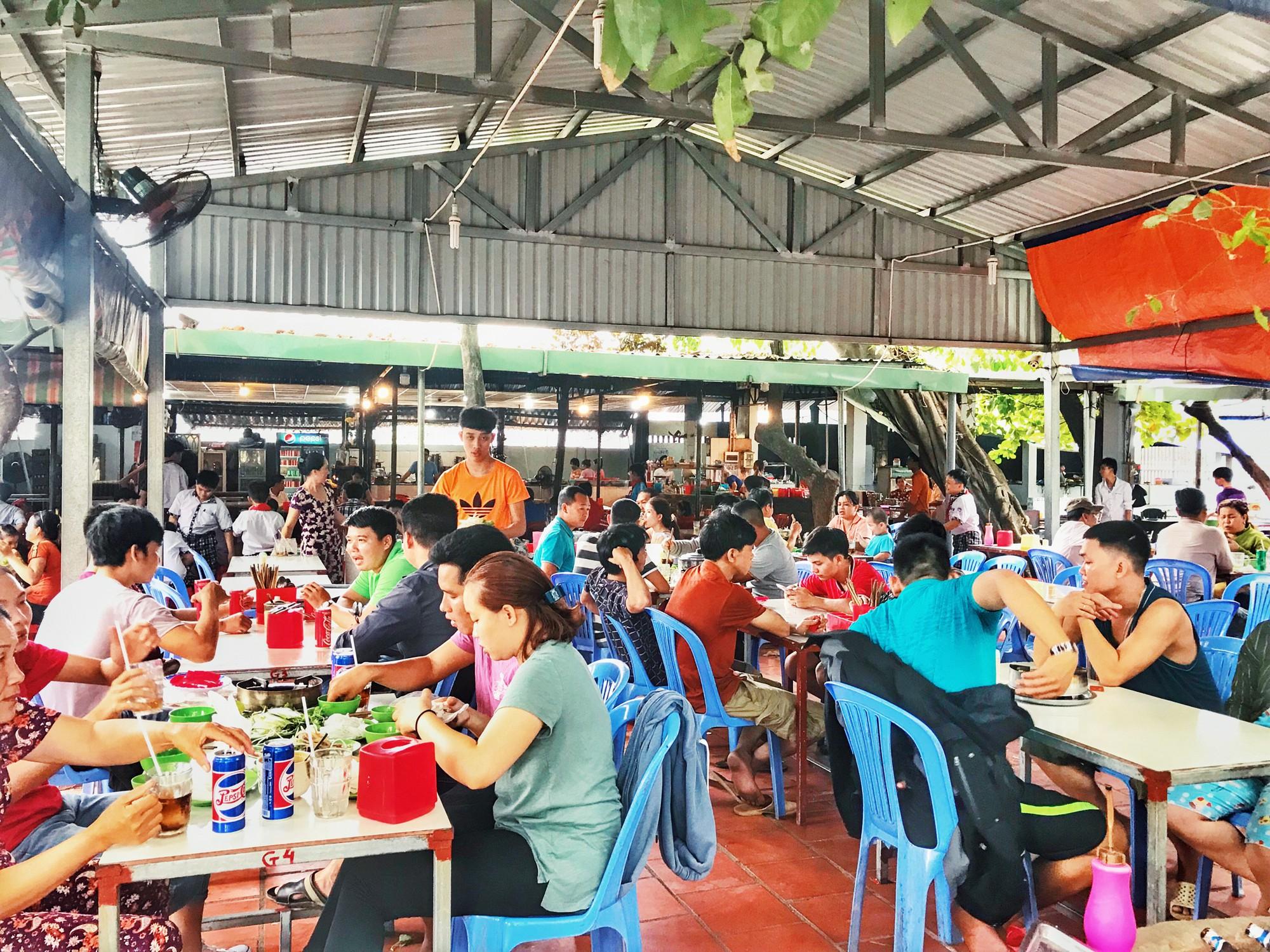 Quán lẩu bò nổi tiếng khiến người Sài Gòn lặn lội hàng chục cây số đến thưởng thức - Ảnh 2.