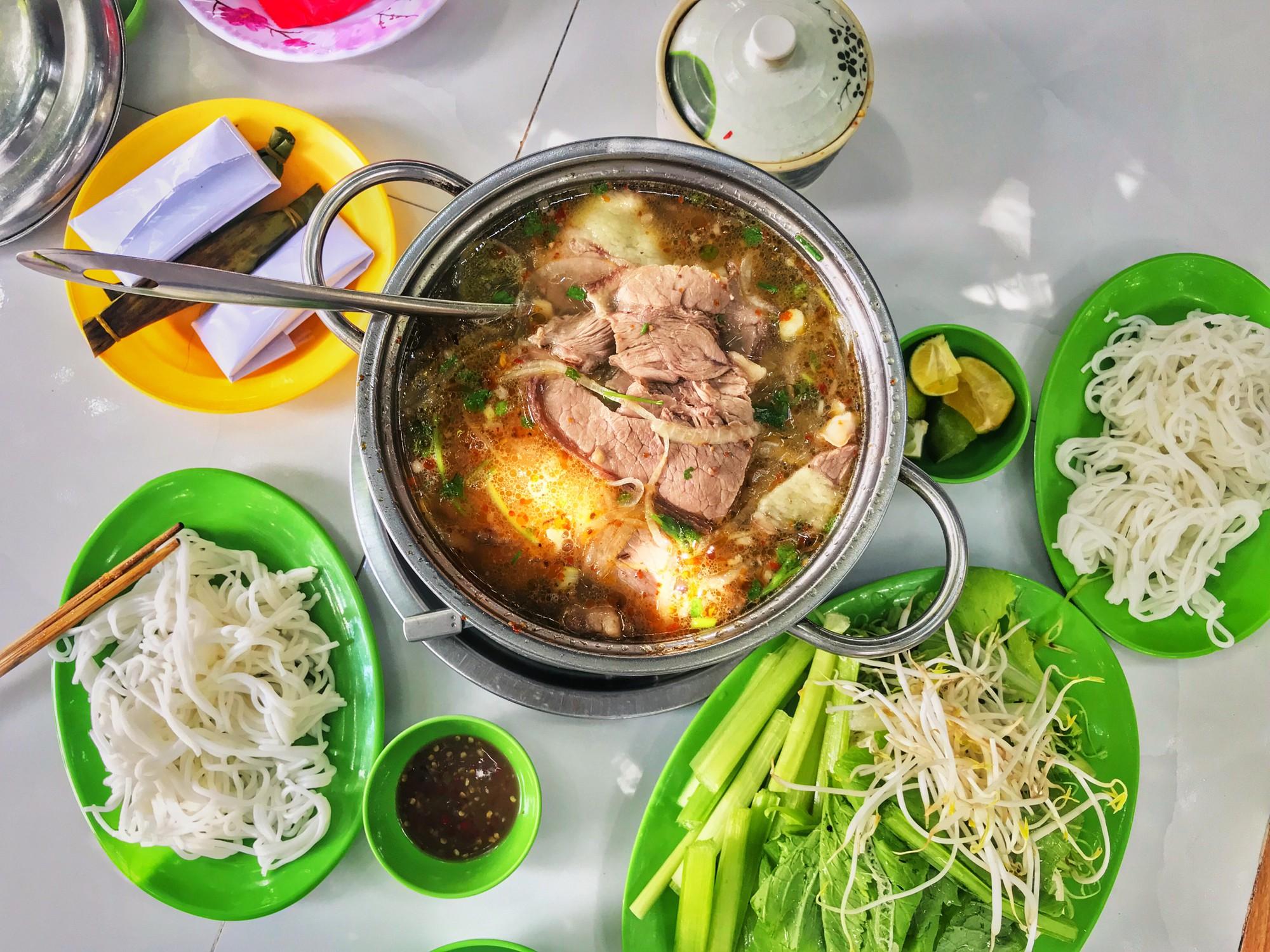 Quán lẩu bò nổi tiếng khiến người Sài Gòn lặn lội hàng chục cây số đến thưởng thức - Ảnh 3.