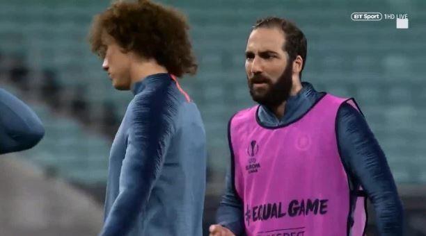 Higuain và David Luiz cãi nhau, HLV Sarri bỏ buổi tập trước chung kết - Ảnh 1.
