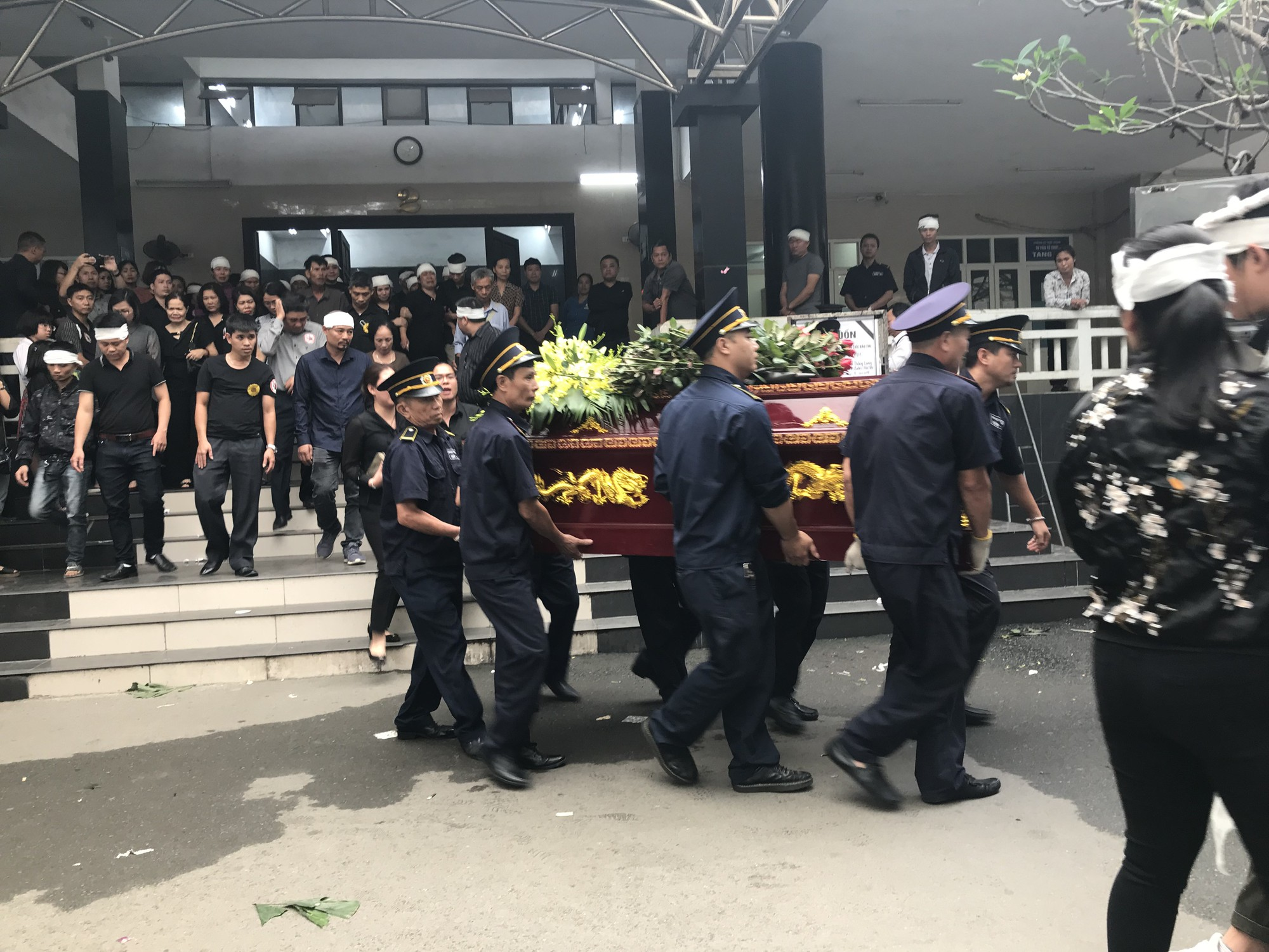Nghẹn ngào trong đám tang nữ giáo viên bị Mercedes tử thần tông tử vong ở hầm Kim Liên - Ảnh 11.