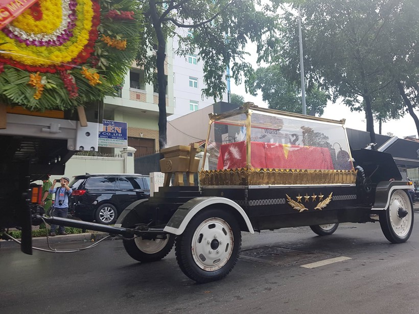 Thủ tướng Nguyễn Xuân Phúc đón linh cữu nguyên Chủ tịch nước Lê Đức Anh tại Nghĩa trang TP HCM - Ảnh 7.