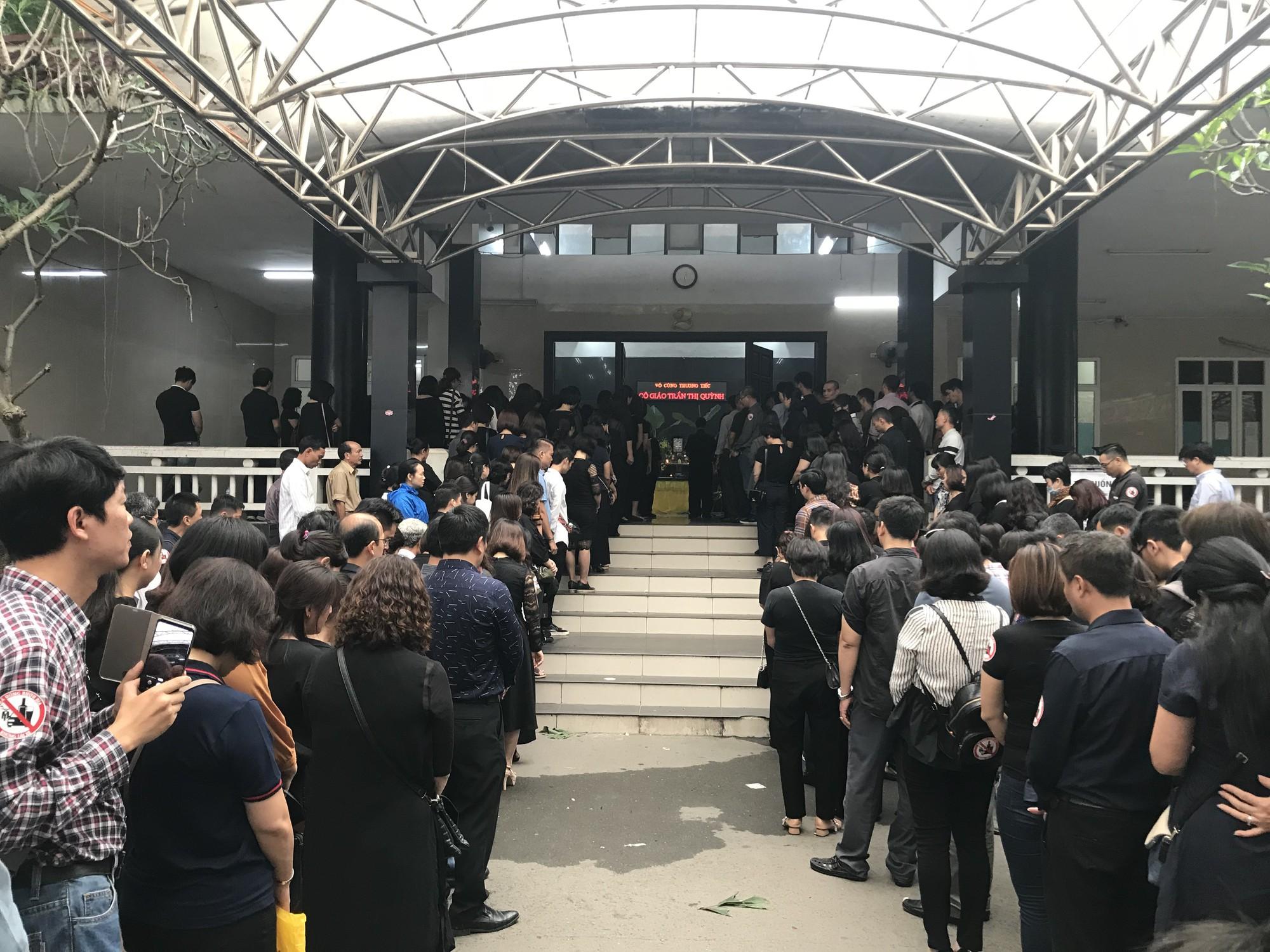 Nghẹn ngào trong đám tang nữ giáo viên bị Mercedes tử thần tông tử vong ở hầm Kim Liên - Ảnh 9.