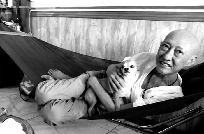 Những hình ảnh cuối cùng của nghệ sĩ Lê Bình và chú chó nhỏ Lucky  - Ảnh 3.