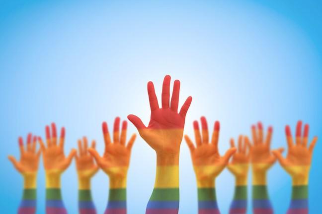 57% người LGBT đánh mất người thân hoặc bạn bè sau khi come out - Ảnh 2.