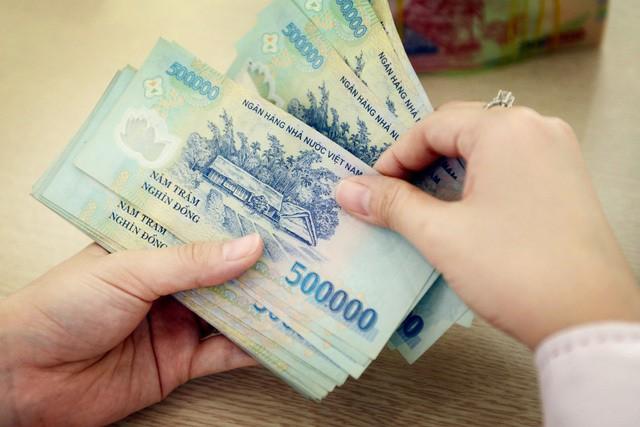 Thu nhập 20 triệu: Vợ chồng ô tô đi làm vẫn cất két 5 triệu/tháng - Ảnh 1.