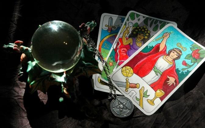 Tử vi hôm nay (04/5) qua lá bài Tarot: Làm chủ bản thân, tránh xung đột